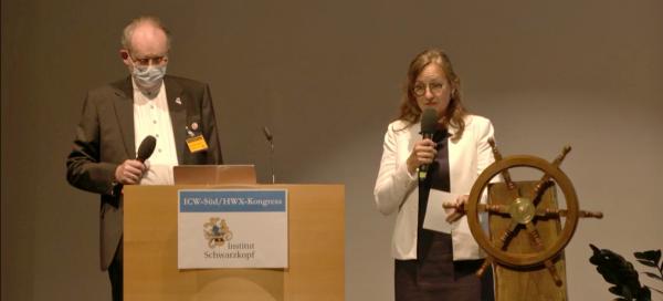 © Auch in schweren Zeiten den Kurs halten und das Ziel nicht aus den Augen verlieren: Claudia und Andreas Schwarzkopf bei Ihrer Begrüßung zum ersten hybriden ICW-Süd/ HWX-Kongress in Veitshöchheim.